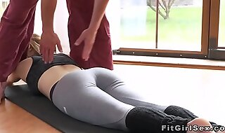 Fit comme ‡a fucked in missionary convenient the gym