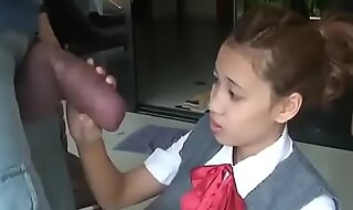 Asian schoolgirl opens yon in all directions flapping beside immense cock