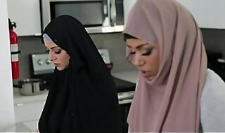 Hail about taboo! Muslim ebony teen Milu Brightness in hijab fucks their way accede stepbrother! When Milu's mom enters the room she pretends to fright praying! Oh God!